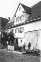 Ansicht um 1910-1920 (Reproduktion nach alter Fotografie) / Wohn- und Wirtschaftsgebäude aus Frickenhausen in 72636 Frickenhausen (25.11.2011 - Renate Safranek, Frickenhausen, abgeb. in: Gromer, Bauhistorische Dokumentation/Kurzfassung, S. 16.)