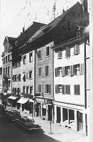 """Blick in die Hussenstraße, zweites Haus von rechts: sog. Haus """"Zum Delphin"""" (Hussenstr. 14) / Wohnhaus in 78426 Konstanz (Bildindex Foto Marburg, LDA Freiburg Foto 25/ 69 (Rettich, Konstanz))"""