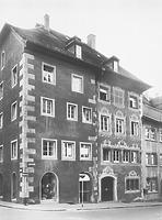 Straßenfassade; Aufnahme aus dem Jahr 1975 (nach der Restaurierung) / Wohnhaus in 88212 Ravensburg (01.01.1975 - LDA Tübingen, Aufnahme Bock/Oberopfingen (Arch. Nr. 369-75), 1975)