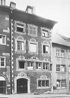 Straßenfassade rechte Gebäudehälfte; Aufnahme aus dem Jahr 1975 (nach der Restaurierung) / Wohnhaus in 88212 Ravensburg (01.01.1975 - LDA Tübingen, Aufnahme Bock/Oberopfingen (Arch. Nr. 370-75), 1975)