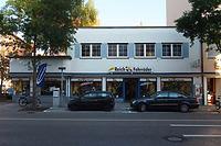Geschäftshaus Frauenstraße 34 von Westen. Der Neubau von 1952-1954 steht an Stelle eines 1944 zerstörten Patrizierhauses, dessen älteste Teile bis ins 13. Jahrhundert zurückreichen. / Kelleranlage Frauenstraße 34 in 89073 Ulm (27.09.2011 - Michael Hermann)