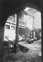 Eindruck des heute zerstörten sog. Baldingerhofes, ein ehem. Patrizierhaus der  (Innenhof mit Galerie); aufgenommen um 1930 / Kelleranlage Frauenstraße 34 in 89073 Ulm (Bildindex Foto Marburg; 60 617 (mi03127b07a))