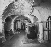 Untergeschoss (1984) / ehem. Badehaus in 72555 Metzingen (21.01.1984 - Bildindex Foto Marburg: LAD Baden-Württemberg, Außenstelle Tübingen, Microfiche-Scan mi07301b06)