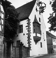 Steinerne Bau (1961) / Ehemalige kurmainzische Kellerei in 74722 Buchen, Buchen (Odenwald) (Bildindex Foto Marburg: Groth-Schmachtenberger, Erika; Aufnahme-Nr. B 14.861/1; Microfiche-Scan mi09359c01)