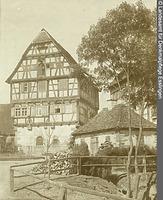 Giebelansicht von Nordosten (um 1939) / Altes Amtshaus in 74541 Vellberg (Bildindex Foto Marburg: LAD BW/Stuttgart, Aufnahme-Nr. ladbw-p1957; Bilddatei ladbw-p1957)