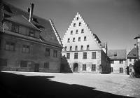 Innenhof Spital nach Norden (um 1950) / Altes Spital in 88515 Biberach, Biberach an der Riß (Bildindex Foto Marburg: Foto: Schmidt-Glassner, Helga; Aufnahme-Nr. 1.562.167; Bilddatei fm1562167)