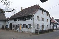 Westliche Traufseite und Südgiebel / Kellhof in 88697 Bermartingen, Bermatingen (11.03.2013 - A. Kuch)