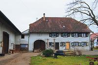 Hauptgebäude des Kellerhofs; Hofseite, westliche Traufseite / Kellhof in 88697 Bermartingen, Bermatingen (11.03.2013 - A. Kuch)