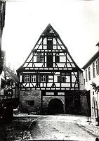 Ansicht gegen Nordwest noch mit dem ursprünglichen Kellerabgang von der Straße / Wohnhaus in 74354 Besigheim (01.04.2016 - Archiv Stadt Besigheim)